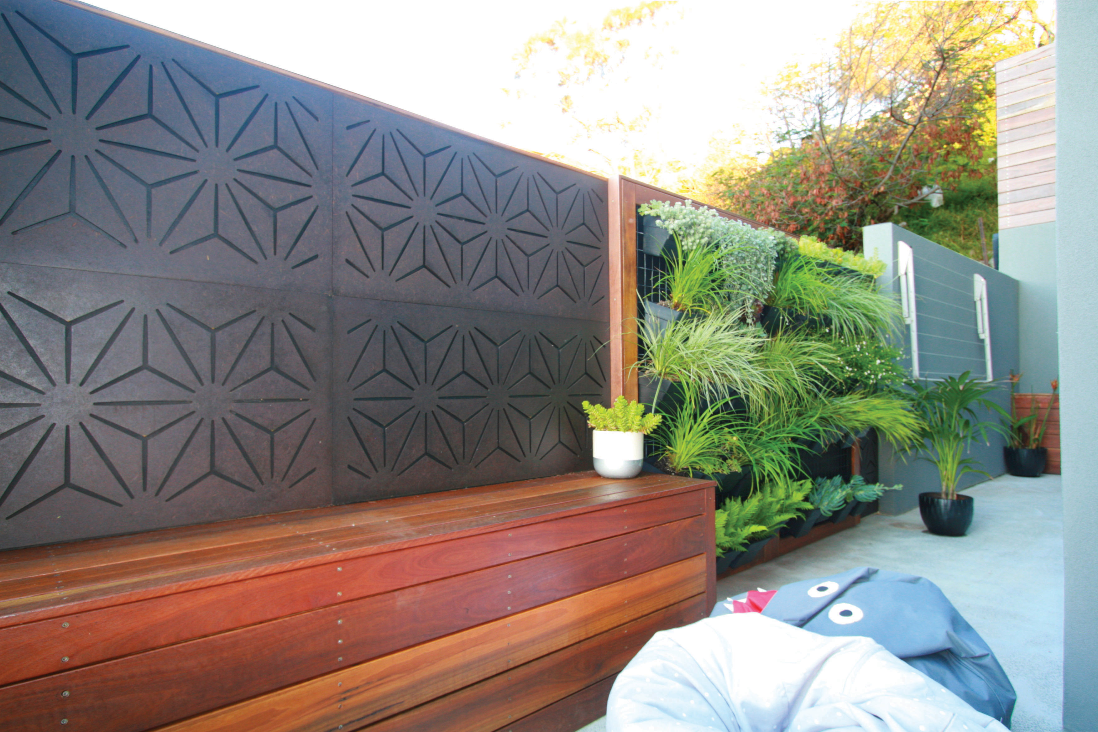 STAR ANAIS Privacy Fence & bench Seat Nook