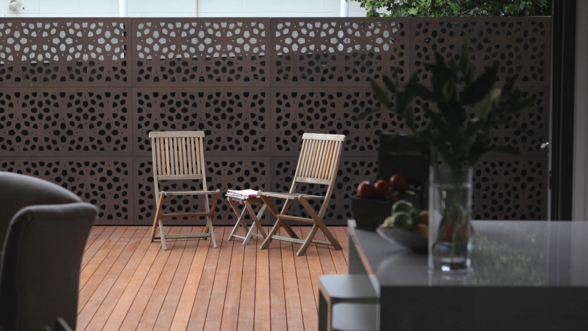 MARAKESH™ 80% Gardenscreen on decked area