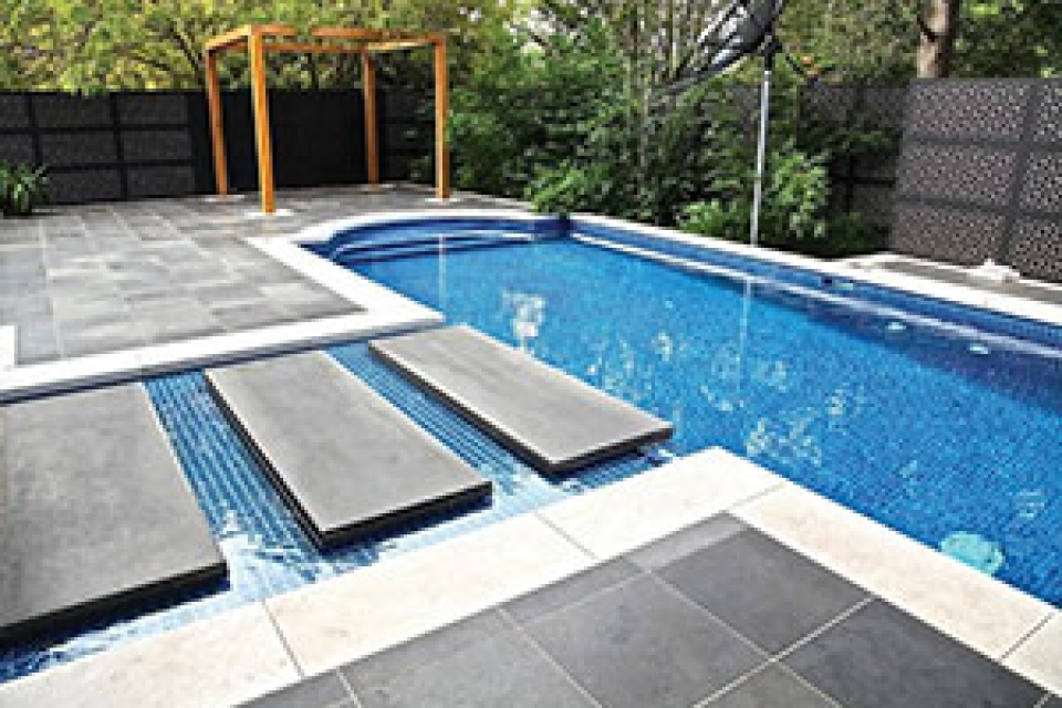 Project gallery outdoor decorative privacy screens examples for Outdoor pool privacy screens
